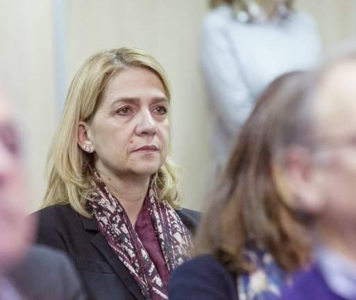 Сестра короля Испании попала под суд