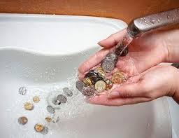 В оккупированном РФ Крыму собираются ввести двойной тариф за воду: жители будут платить за ресурс даже не используя его