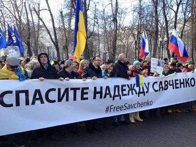Посольство России в Киеве забросали бутылками с йодом