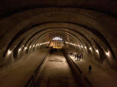 Мигрантам-строителям московского метро давно не платят зарплату, а теперь выселяют