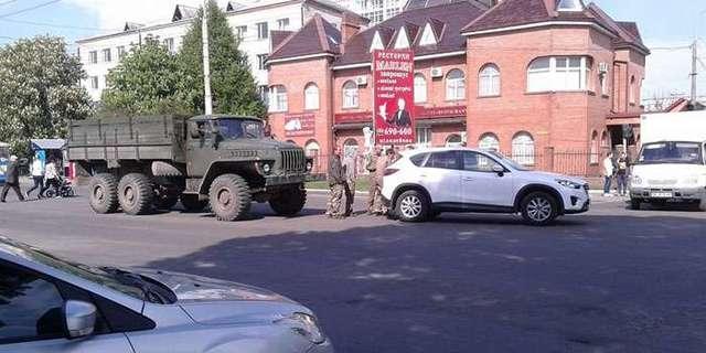 В Ривне пьяные военнослужащие Уралом протаранили джип