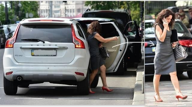 Виктория Сюмар купила себе новую Volvo за деньги мажора