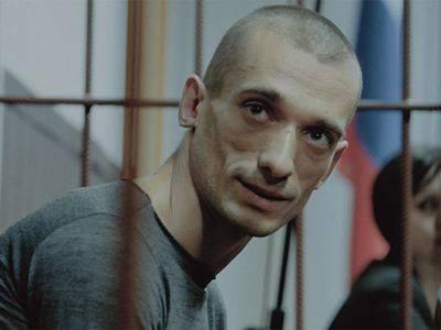 Конвоиры избили художника Павленского при транзите из суда