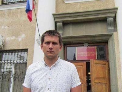 В аннексированном Крыму депутату дали арест и 30 часов работ за встречу с алуштинцами