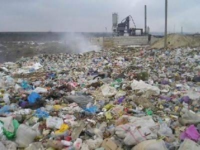 Минстрой: Почти 80% доходов от утилизации мусора в России получают нелегальные свалки