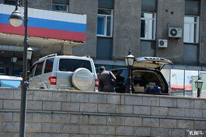 Силовики проводят обыски в администрации Владивостока