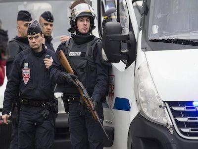 Во Франции продлили режим чрезвычайного положения на полгода