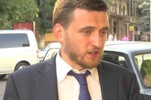 Мошенник Сердюкова жалуется на мошенника-правозащитника