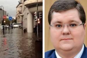 Навальный рассказал о связи Чайки с затопленной после дождя улицей