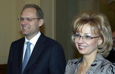 Вслед за новосибирским экс-губернатором Юрченко на его жену завели дело за сокрытие вида на жительство в Австрии