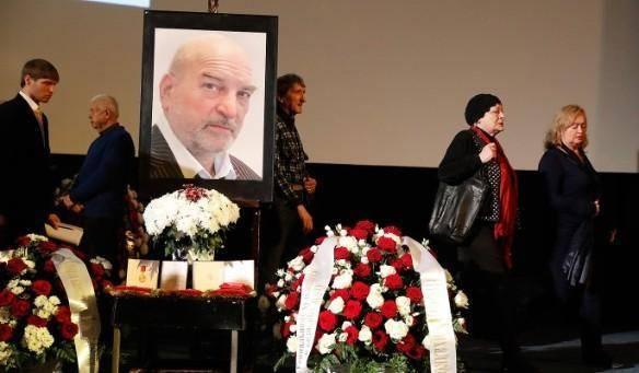 Похороны Алексея Петренко: бесчинное поведение дочери и супруги актера