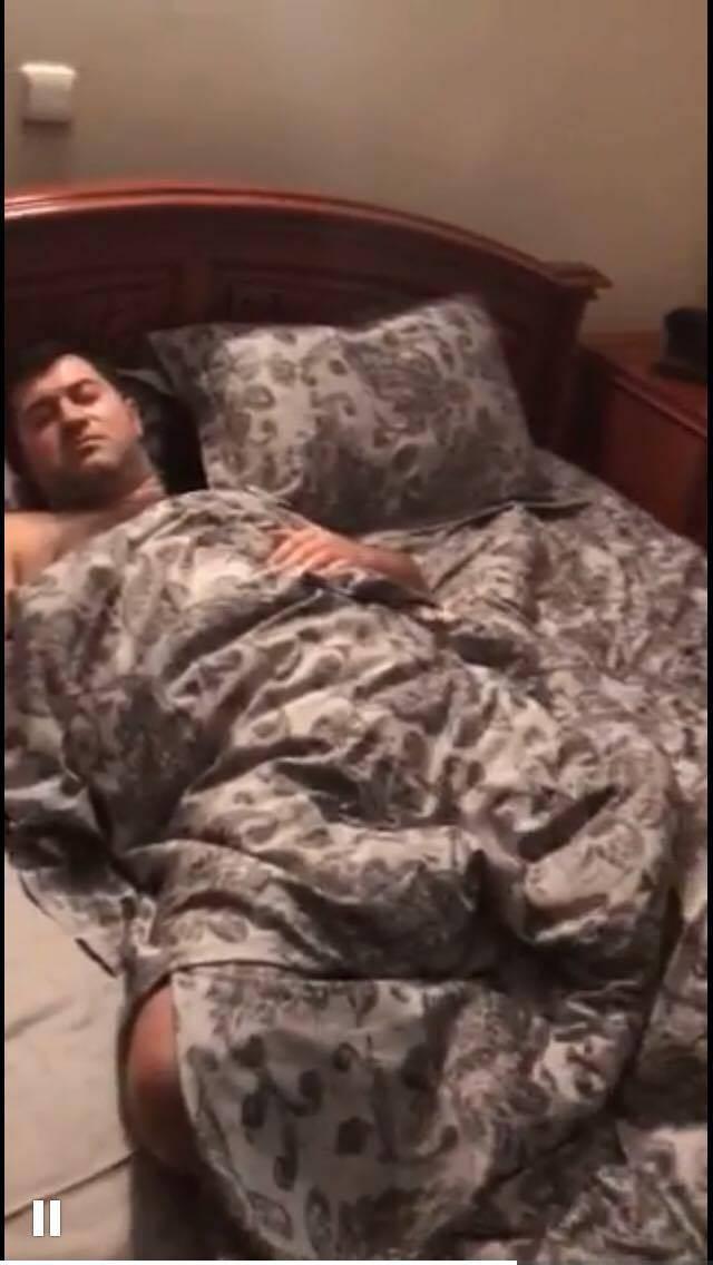 Появилось видео, как детективы НАБУ вручали подозрение спящему Насирову