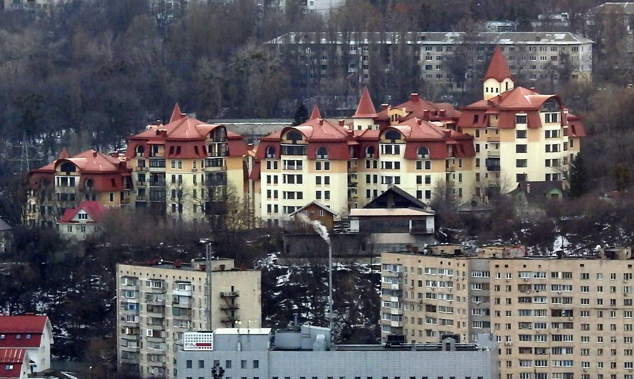 Сын Авакова переехал в высотку на Печерске, где квадратный метр стоит $1750