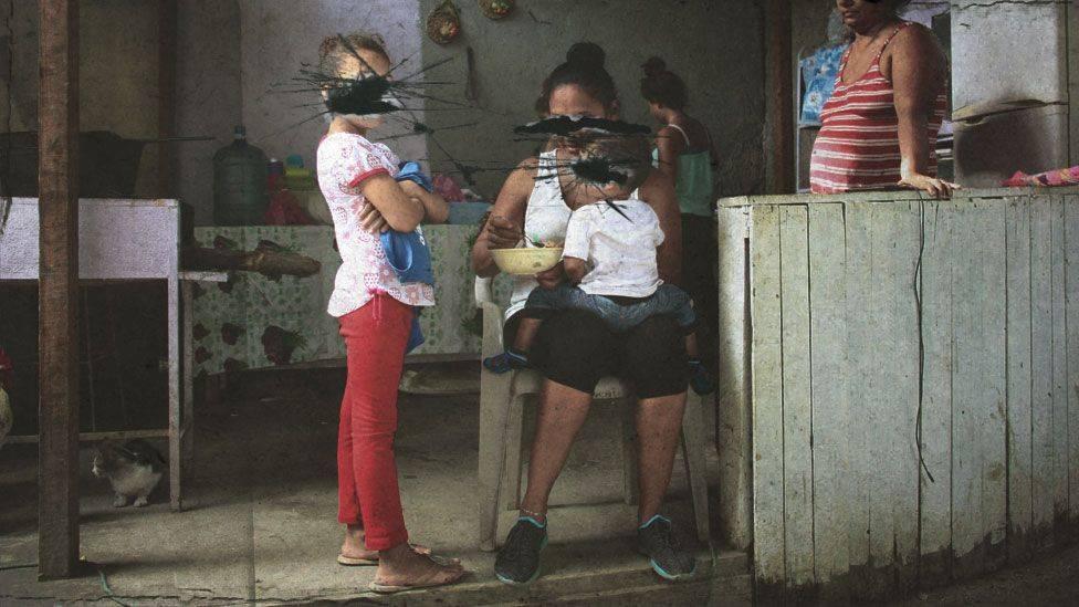 «Девушку бандита делят со всеми»: истории женщин в бандах Центральной Америки