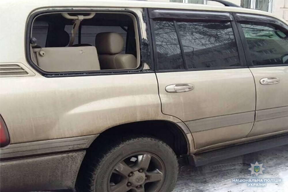 Одесский активист порубил топором машины судей Соломенского райсуда Киева — за отказ сажать Труханова