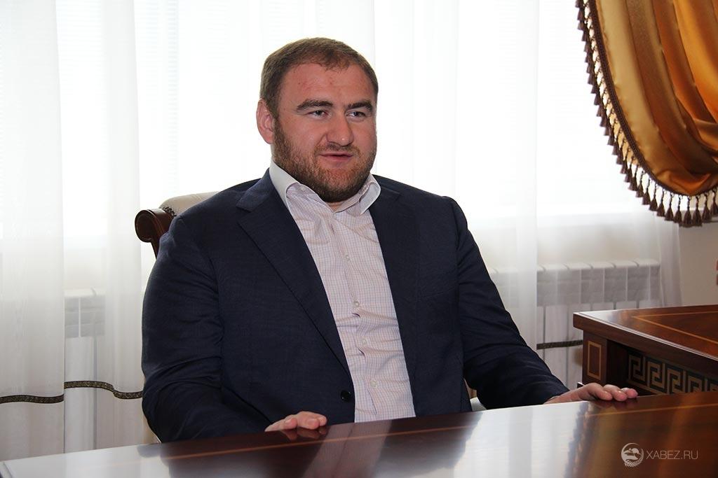 «Крыша» Арашукова. Кто помогает вывести сенатора из уголовных дел?