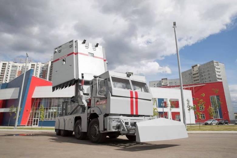 Росгвардия получит «Стены» для защиты от толп агрессивных россиян — огромные передвижные щиты с удобными бойницами для расстрела