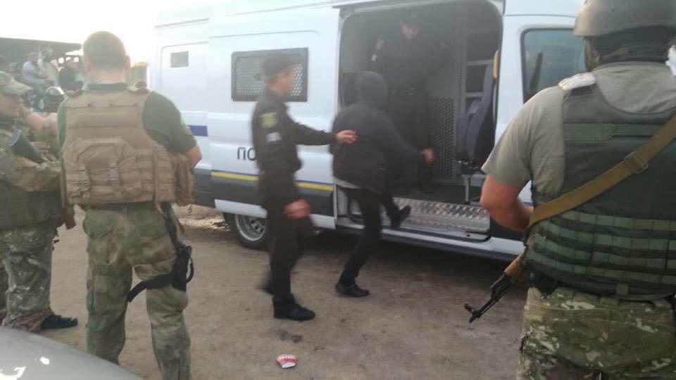 Спецназ задержал всех участников перестрелки во время захвата агрофирмы в Змиевском районе