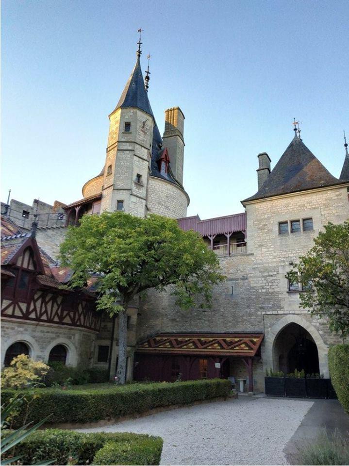 Восставший из пепла. Как объявленный мертвым одессит Малиновский украл 12 млн евро и был схвачен во Франции после покупки замка