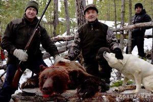 Губернатор Левченко, жестоко расстрелявший медведя, учит внуков убивать животных