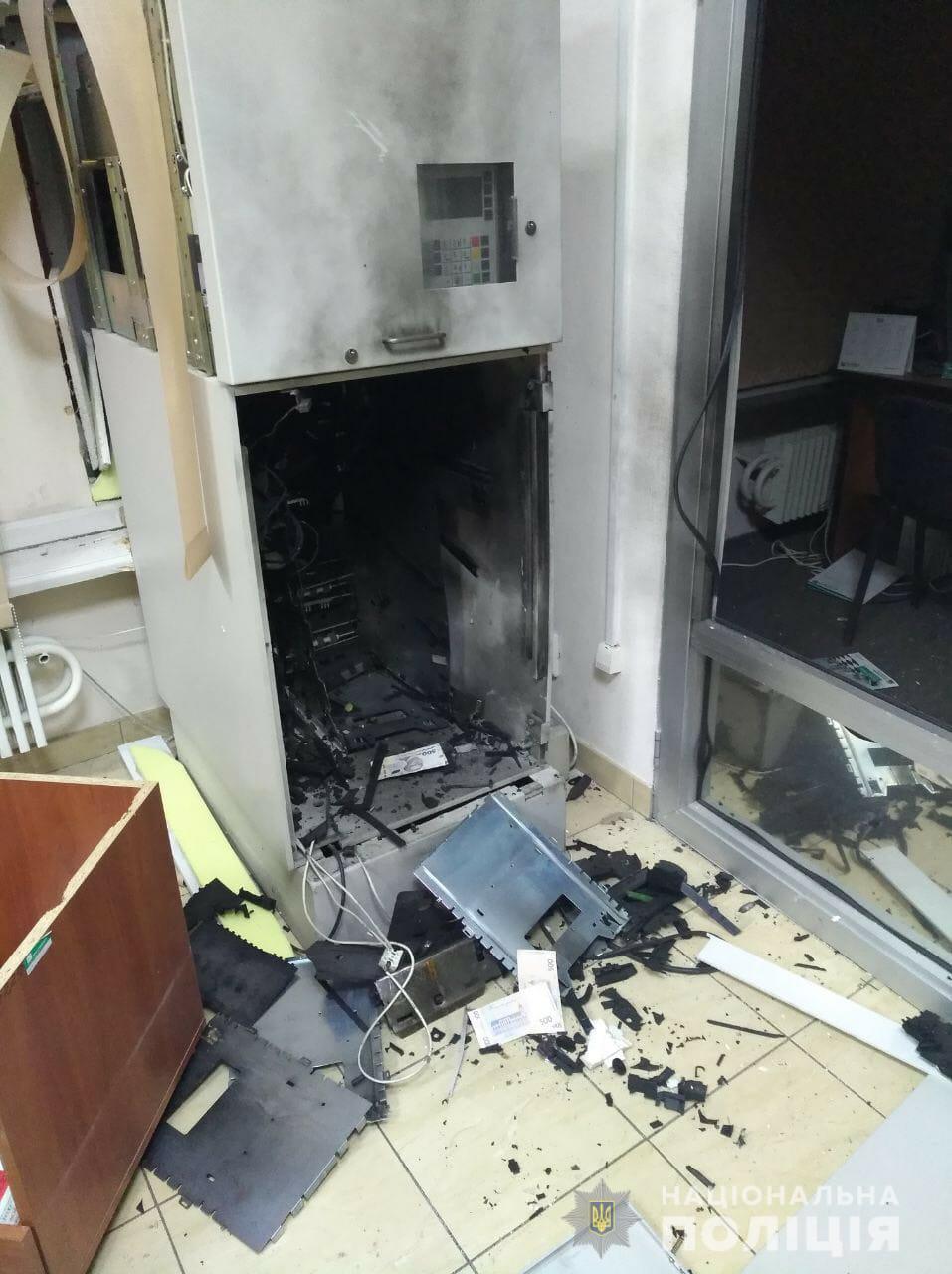 В Харькове за 10 минут взорвали и ограбили два банкомата