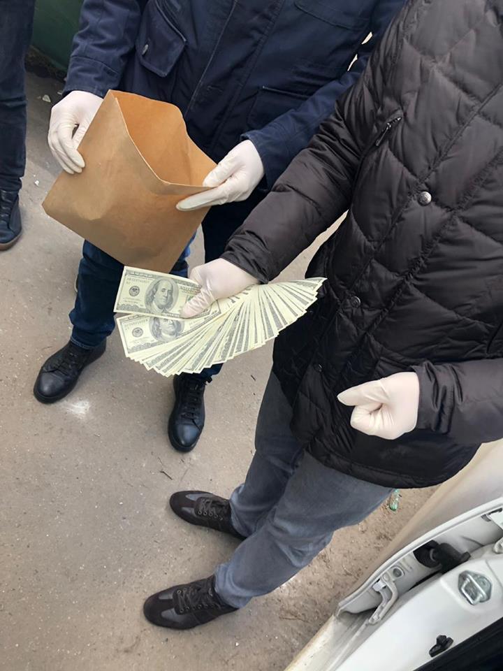 Силовики задержали харьковских полицейских, подозреваемых в получении 7000$ взятки
