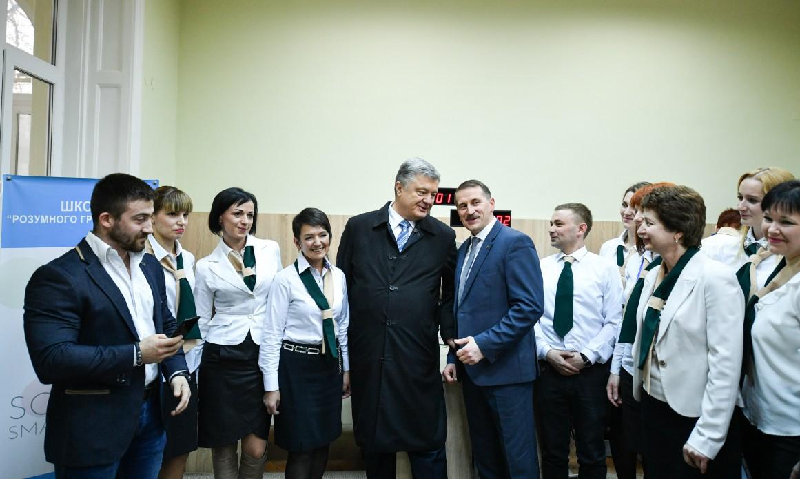 Порошенко провел свой агитационный тур в пальто Brioni за 255 000 гривен