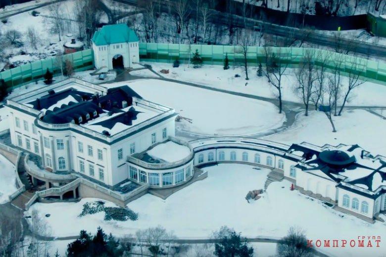 Четырехэтажная квартира и особняк за 3 млрд рублей. Как выглядит пенсия экс-зампреда «Газпрома» Голубева