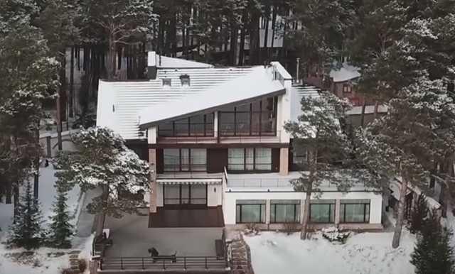 У красноярского губернатора нашли квартиры в Москве и поместье