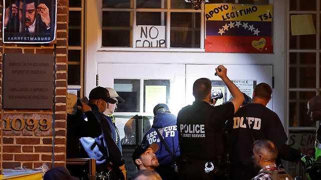 Сторонники Мадуро не хотят покидать посольство Венесуэлы в Вашингтоне
