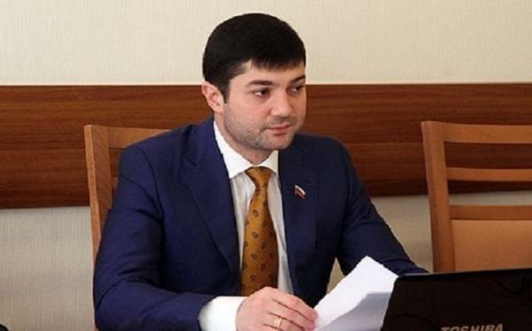 Ушедший из ЕР и изгнанный из ЛДПР политик опять оказался под знаменами партии власти