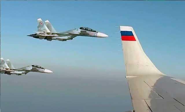 Опубликовано видео полета самолета Владимира Путина в сопровождении шести Су-57