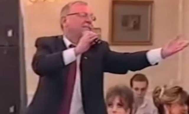 Экс-глава Карелии Андрей Нелидов спел на дне рождения «ночного губернатора» Санкт-Петербург