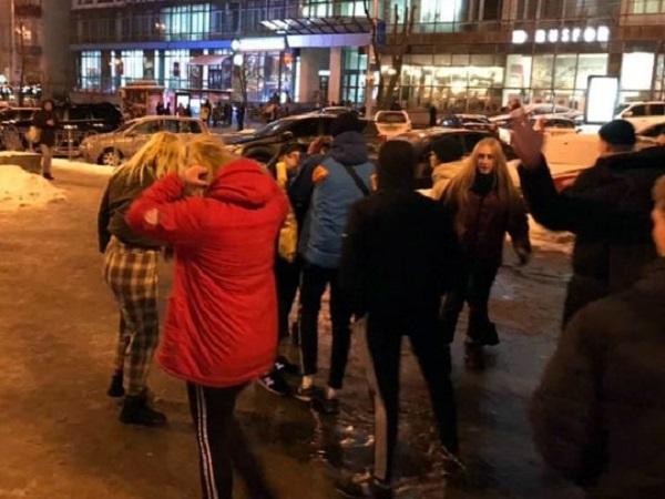 Возле киевского ТЦ «Гулливер» подростки нападают «просто так» и могут избить до полусмерти