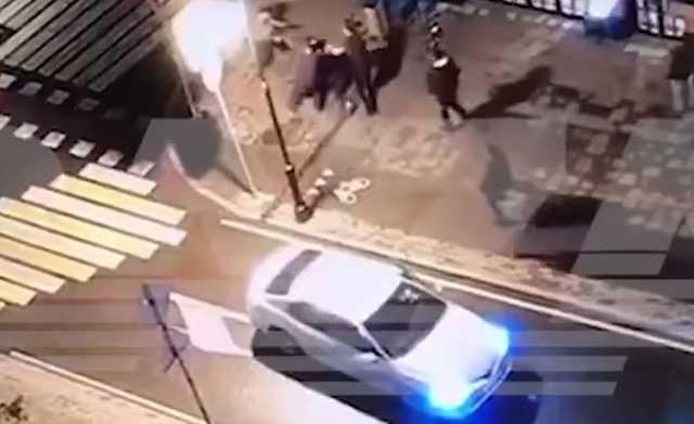 Опубликовано видео избиения сотрудников ФСБ из-за очереди в туалет