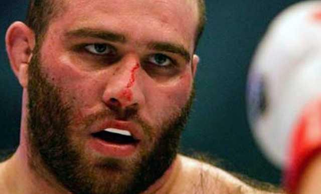 Напавший на полицейских в Северной Осетии чемпион ММА победил в одном из самых скандальных боев в истории