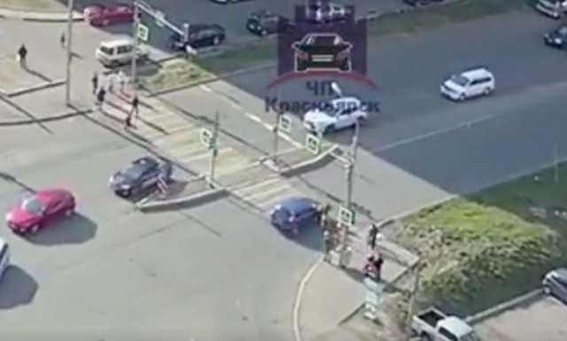 Автоледи на «Калине» промчалась на красный и сбила школьников. Один попал в больницу с травмой головы и выбитыми зубами