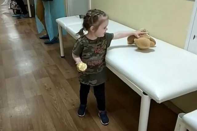 Бросившую дочь в поликлинике москвичку задержали