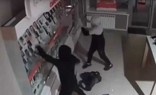 В Сеть выложили видео дерзкого ограбления салона МТС в Йошка-Оле