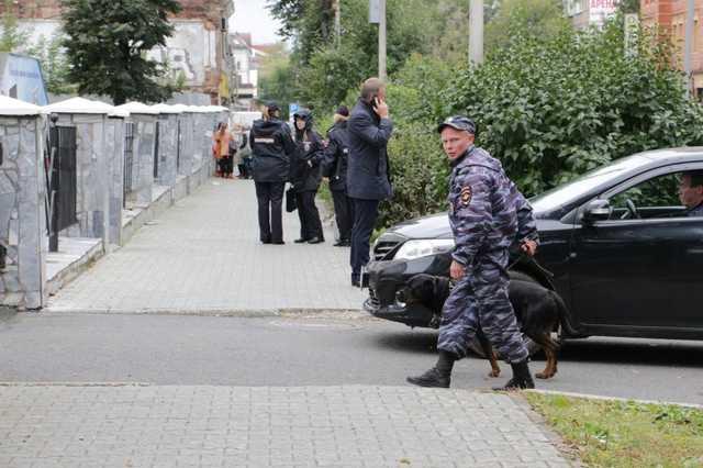 B Москве из школ эвакуировали около пяти тысяч человек из-за сообщений о минировании