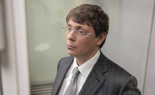 Защита Порошенко обратилась в ГПУ с просьбой открыть уголовное дело против Крючкова
