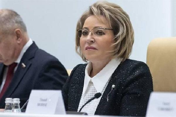 Как Валентина Матвиенко общалась со СМИ в должности губернатора Санкт-Петербурга