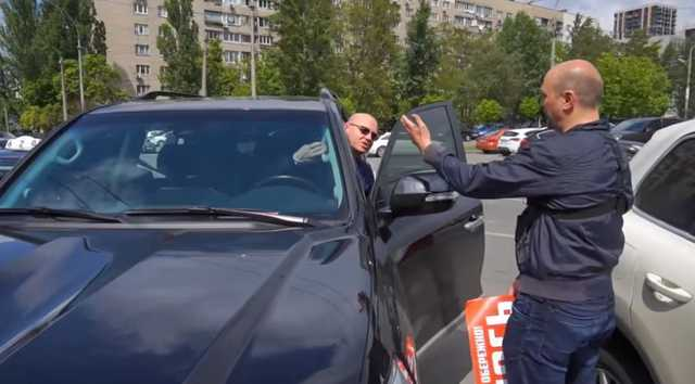 Жлобоватый Кмита пожалел 20 гривен на паркинг и был наказан активистами