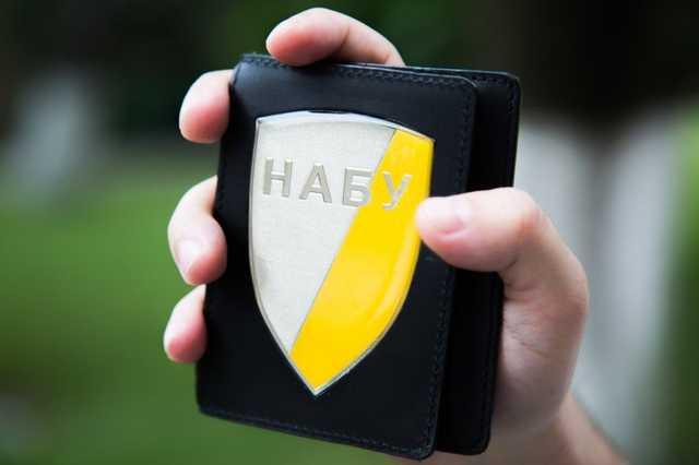Нашли бумаги, мячи и водку. НАБУ провело обыски в Украинской ассоциации футбола
