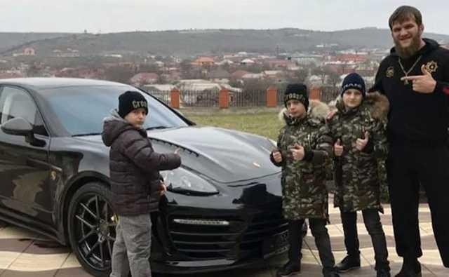 Тренера сыновей Кадырова выгнали из UFC