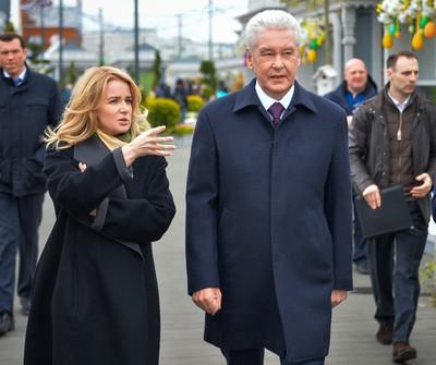 Пять гостиниц, доля кинотеатра «Октябрь» и особняк в Вене