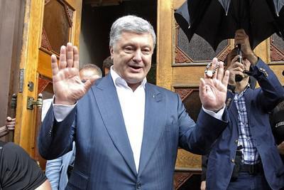 «Порошенко за время президентства вывел из Украины не меньше $8 млрд»