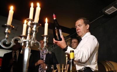 Премьер лично следит за производством и ассортиментом своего «алкоцеха» в резиденции «Миловка» в Плесе
