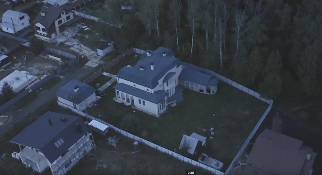 Опер на миллион долларов: подчиненный Колокольцева отстроил шикарное поместье
