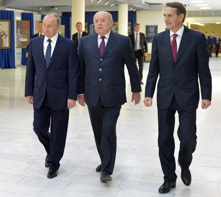 Как генералы распоряжаются имуществом ведомства, сдали в аренду банку «Открытие» помещения в штаб-квартире и «поделили» бывшие спецдачи КГБ